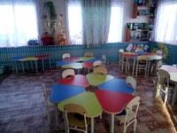 В конце марта 2017 года во второй младшей- средней и старшей- подготовительной к школе группе заменили старые столы и стулья на новые.
